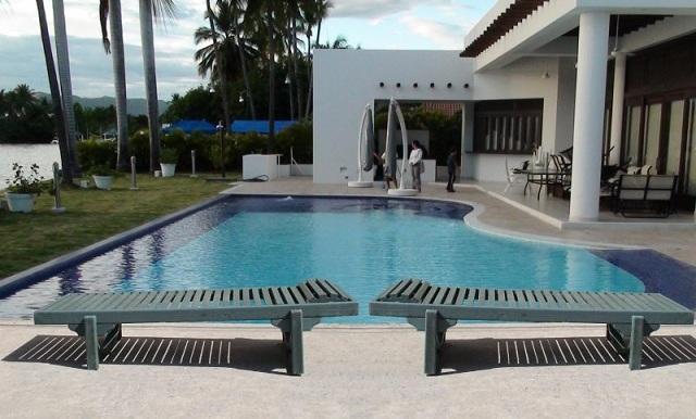 2 8 bancas y sillas pl sticas para amoblameito urbano for Sillas de piscina