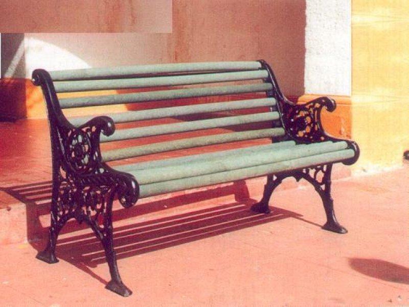 2 8 bancas y sillas pl sticas para amoblameito urbano for Sillas plasticas comedor