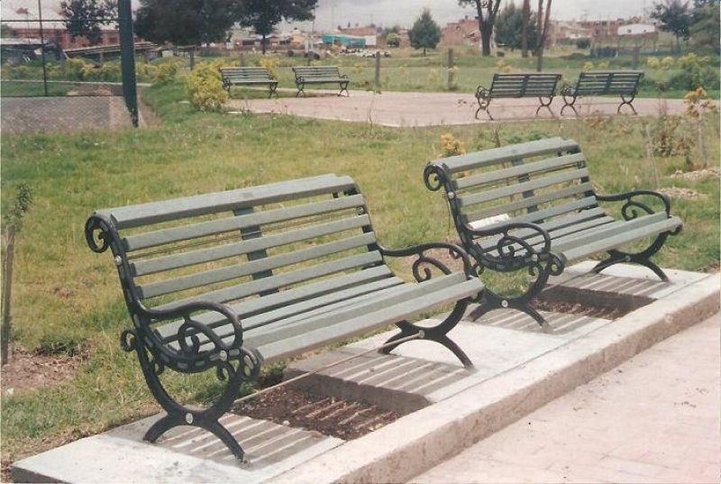 2 8 bancas y sillas pl sticas para amoblameito urbano for Sillas para comedor modernas bogota