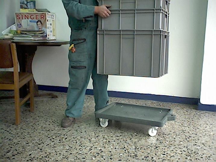 4 5 contenedores cajones cajas shelters refugios for Cajas plasticas con ruedas