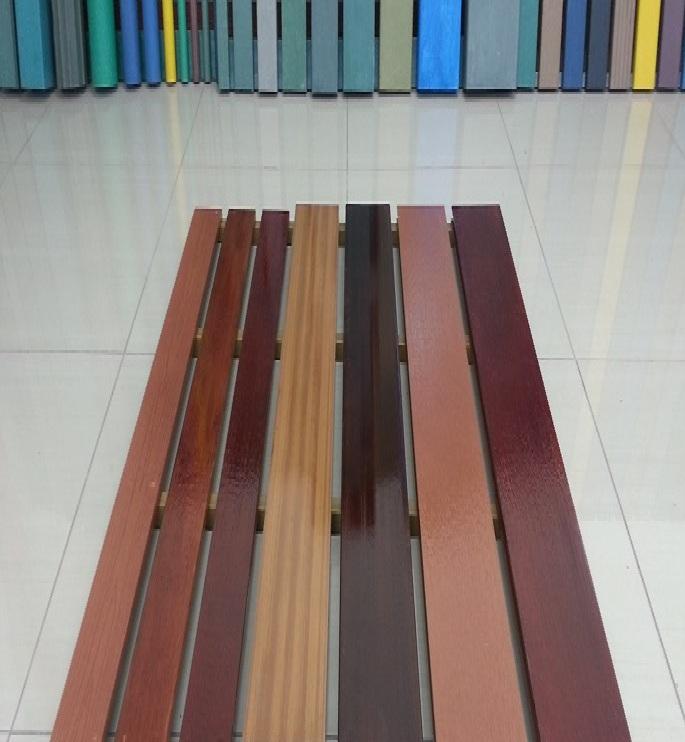 2 9 tarimas grader as escenarios pl sticos for Tarima de madera de roble