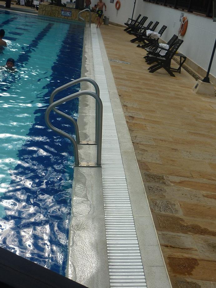 Os dan miedo las rejillas de las piscinas forocoches for Rejilla piscina